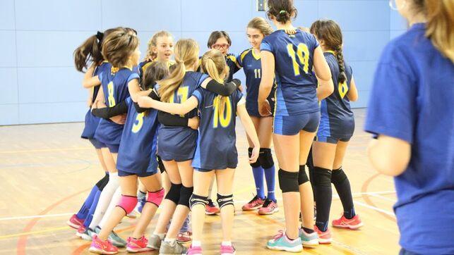 Foto: Club Volei Esplugues, categoría Infantil C, en el que juega Laia